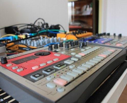 Roland, Akai Synthesizer